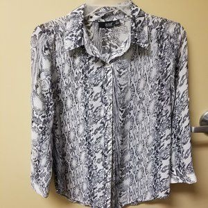 Blouse with buttons for 3 quarter length wear
